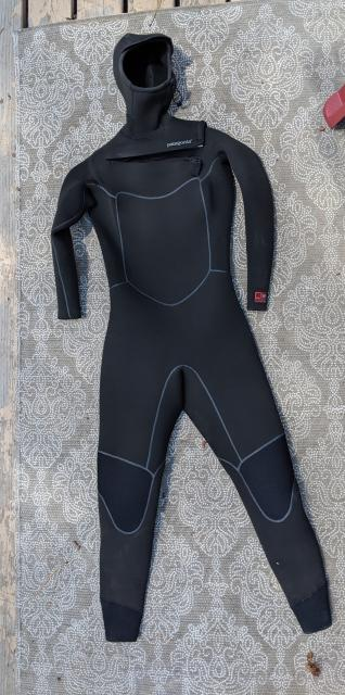 Women's R4 Front-Zip Hooded Wetsuit