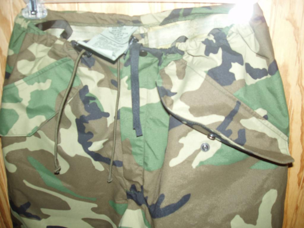 US Army Nato Goretex Rain Pants Medium AS NEW