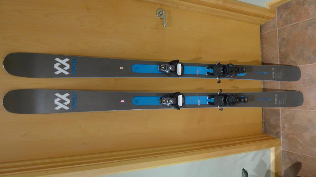 2018-2019 Volkl Kendo Skis with Salomon bindings, 177 cm