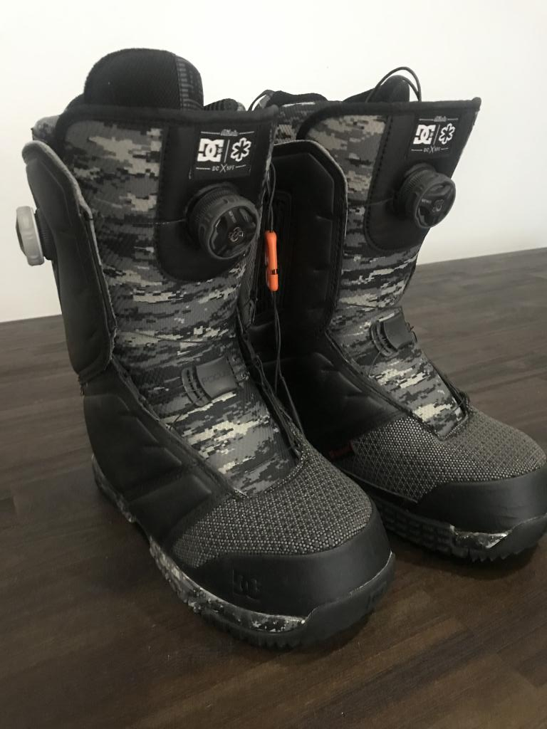 LIKE NEW - DC BOA Judge Snowboard Boots Size US 7.5 (Black/Grey)