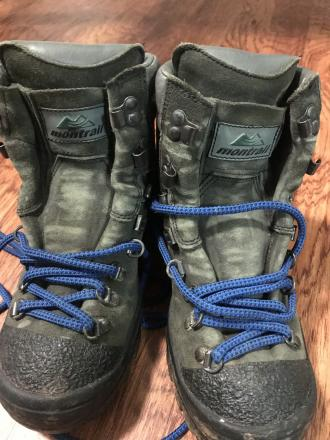 Hiking boots size 6