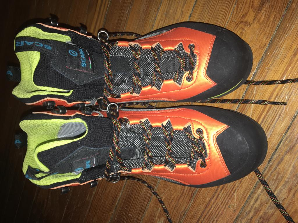 Scarpa size 8.5W mountaineering boots