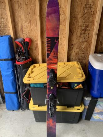 Atomic Automatic Skis with Atomic Bindings