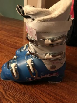 Girls excellent condition Lange ski boots