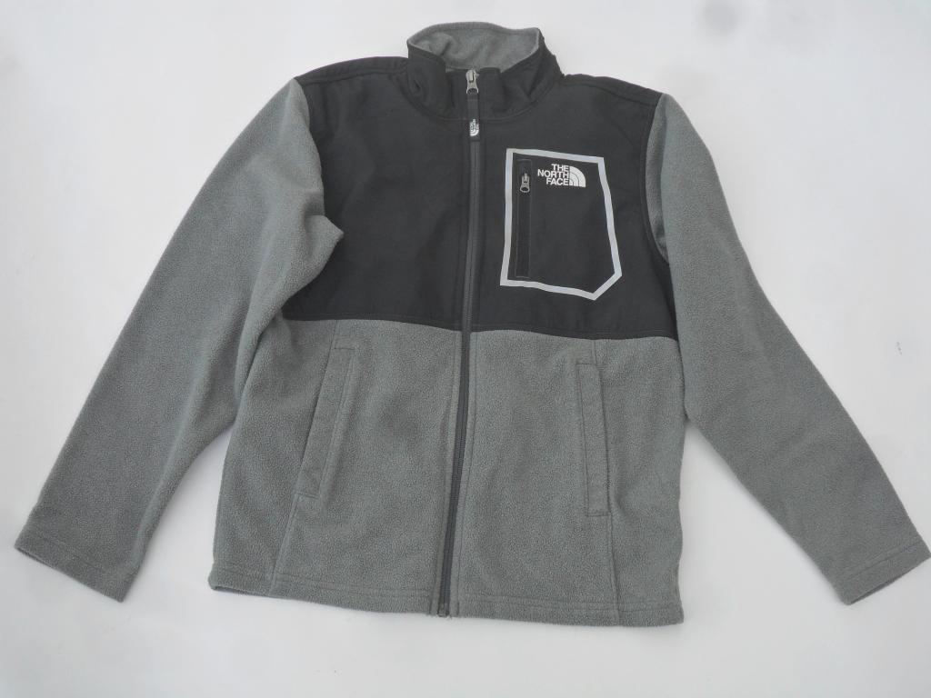 The North Face boys lightweight Fleece Jacket Size Medium Like New