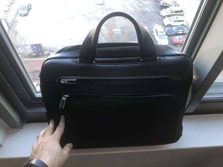Tumi Arrive Sawyer Briefcase in excellent condition