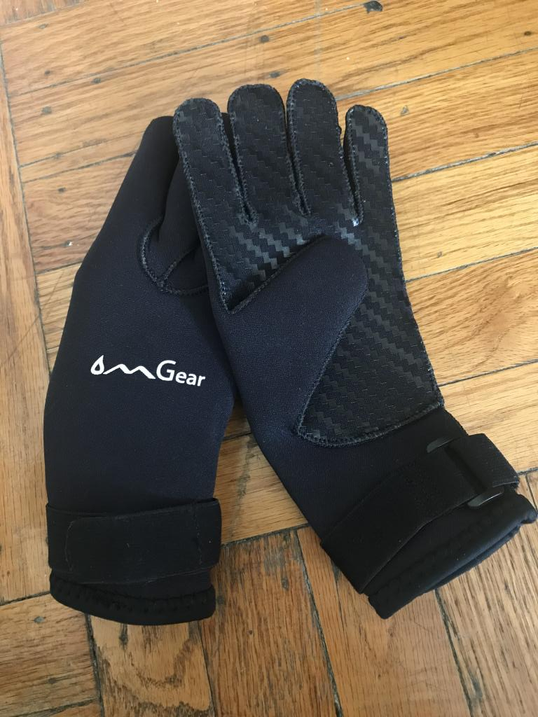 Wetsuit Gloves - women's Small - MINT CONDITION