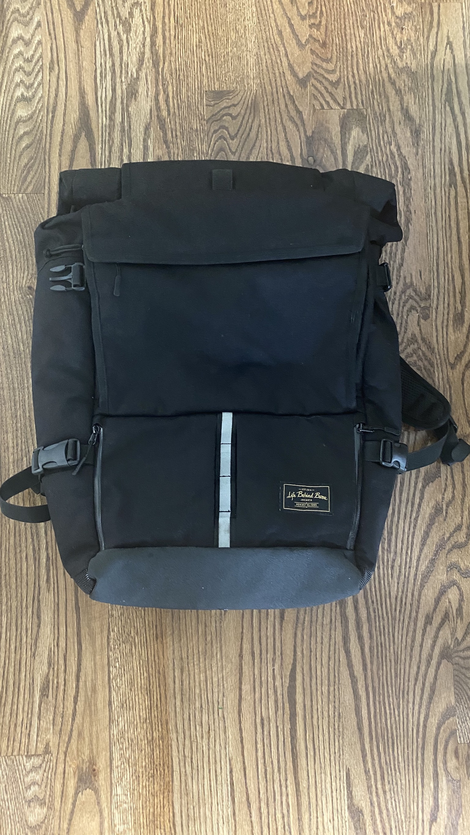 Mint - barely used Peloton messenger/photo pack.