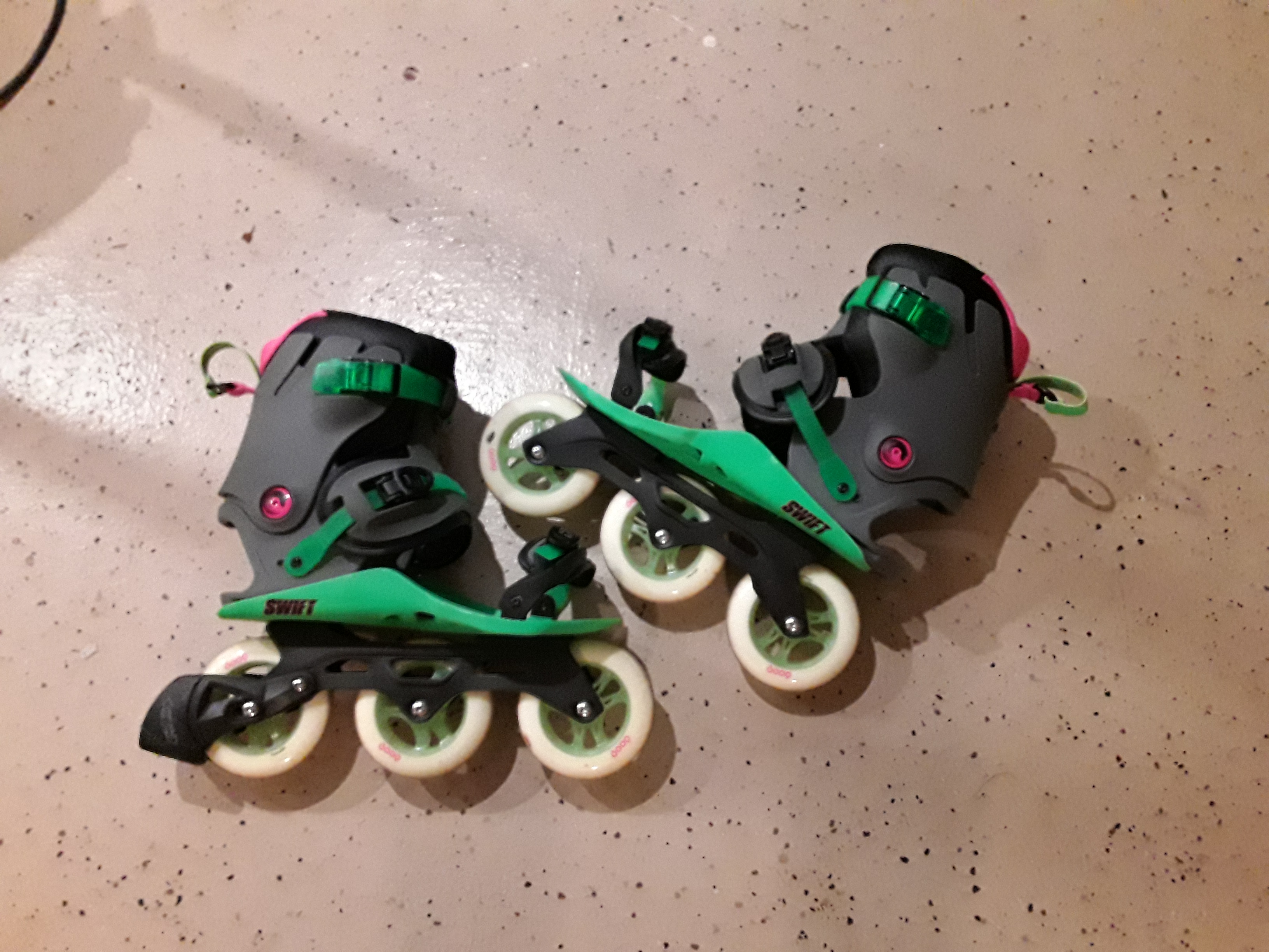 Excellent Adjustable In-Line Skates for Commuting/Fitness