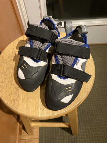 Mad Rock Climbing shoes NWT size 4