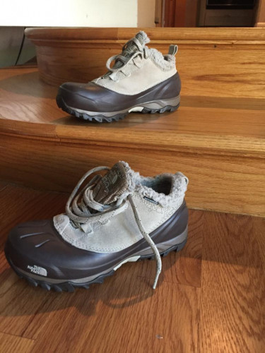 The North Face-Women's Snow Shoes (Size 6)-Excellent Condition