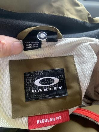 Oakley snow jacket