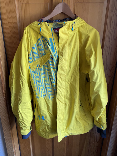 Insulated Ski Jacket with Powder Skirt and Internal Cuffs