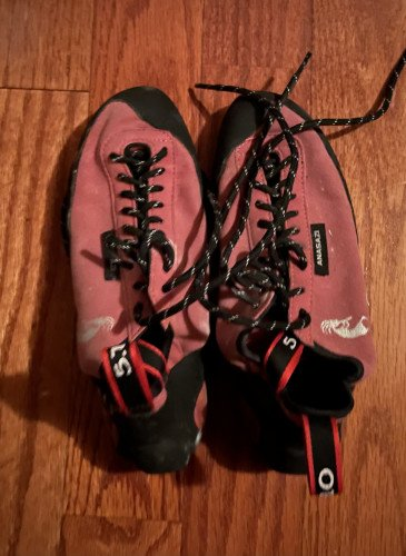 5.10 Anasazi lace-up climbing shoes, barely used