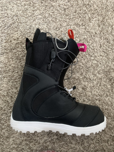 Women snowboarding boots size 7