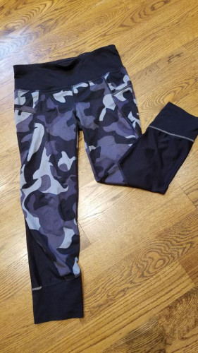 Athleta Relay Capri - Camo