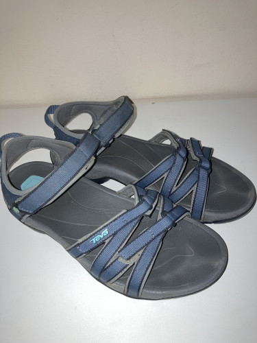Teva Women's Leather Sandal 4266 in new like condition size 10