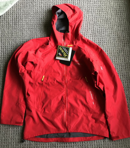 never worn Arc'teryx XXL Traverse shell