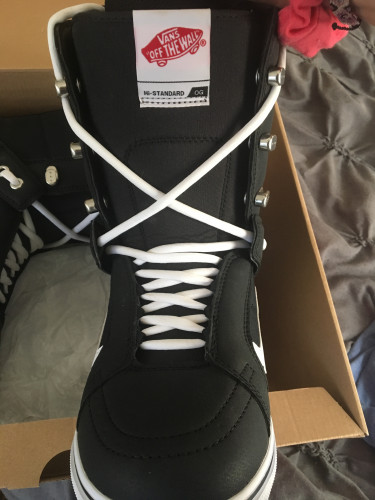 Lace-up snowboard boots