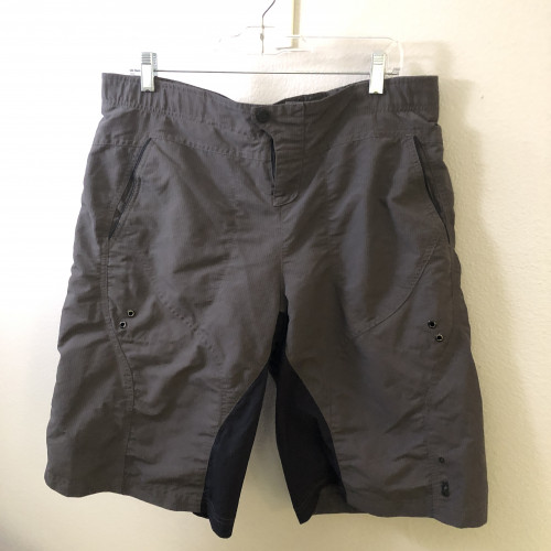 Sugoi Mountain Bike Men L Shorts Padded  Built in Shorts w/pads