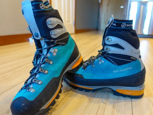 Women's Mountaineering/ice climbing boots