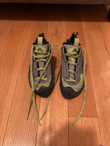 Climbing Shoes Size 7 in Great Shape