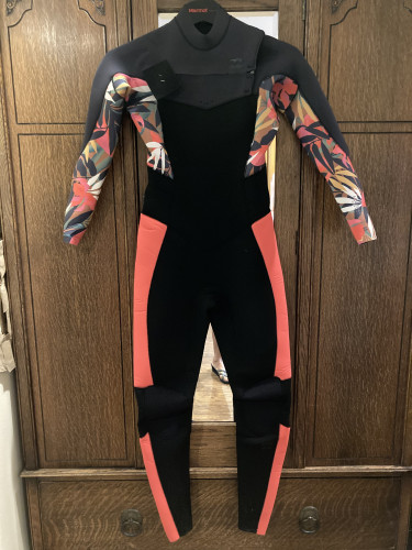 NEW 2 Women's custom designed cold water wetsuits-size 6 and 8