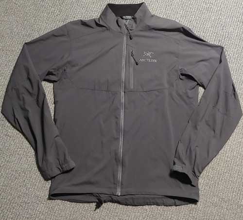 Arcteryx Squamish mens wind jacket S
