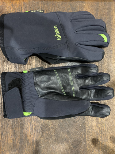 black insulated soft-shell glove
