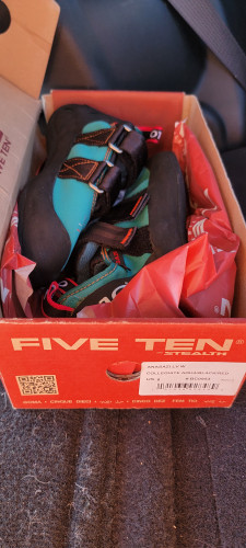 Never worn Five Ten Anasazi women's climbing shoes