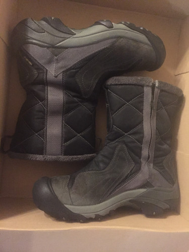 Keen warm side zipper women's boots