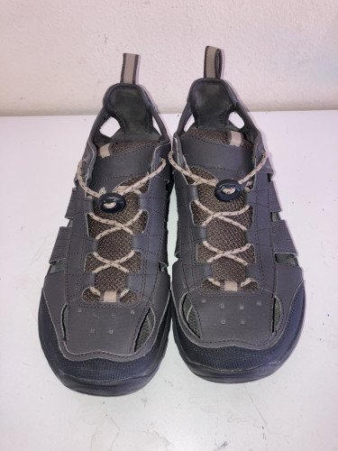 Teva Men's Water/Walking in new like condition size 9