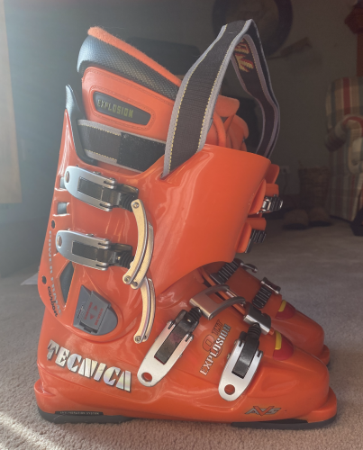 Hardly Used Tecnica's Explosion TNT Boots For Sale 6.5 (40)