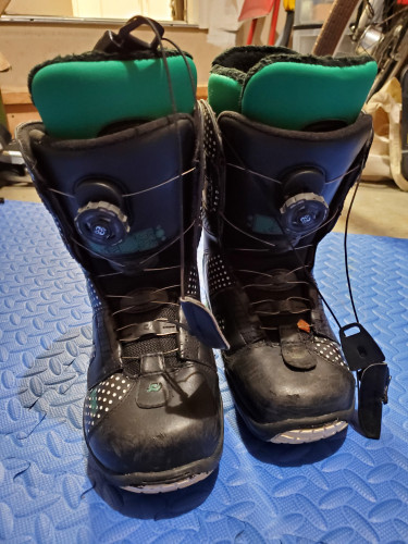 Used 8.5 women's RIDE snowboard boots
