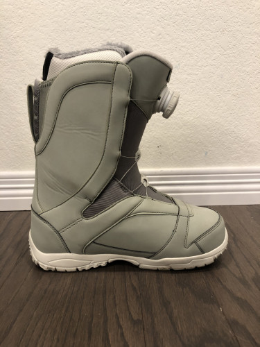 Size 8 Women's Snowboard Boots