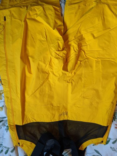 Burton guide bibs -- perfect condition size Large