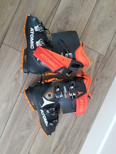 Nearly new Atomic boots for sale
