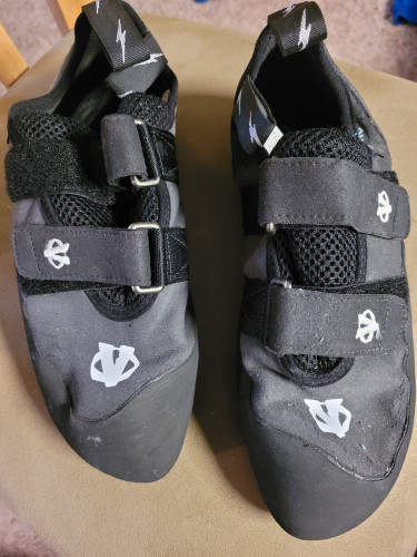 Evolv Climbing Shoes - 8.5