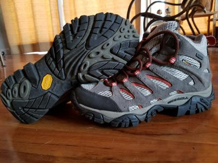 Merrell womens size 7 Moab Mid Bungee Cord Hiking Boots