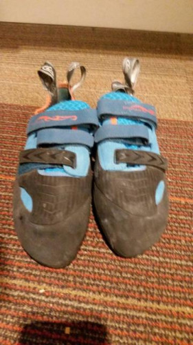 Evolv Shaman Climbing shoes (size 10.5)