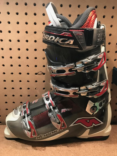Nordica Speed Machine 10 28.5 - BARELY USED!