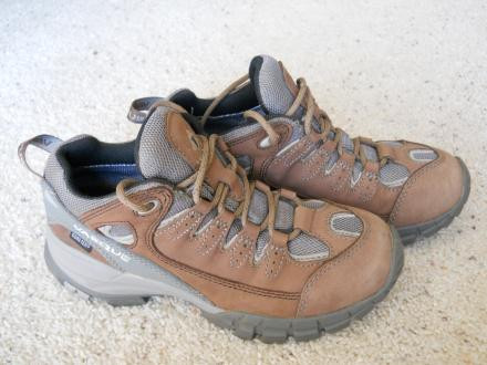 Vasque Mantra GTX hiking shoes, womens size 6
