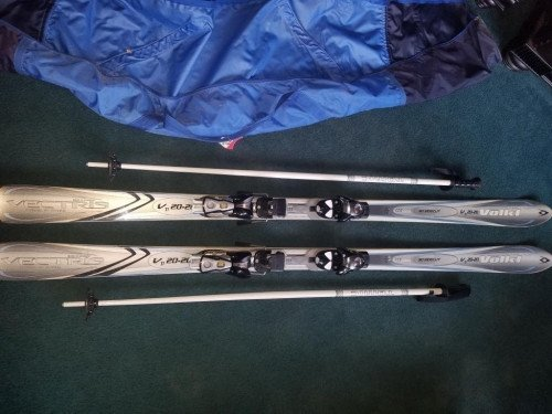 Like New Volkl Vectris 3D V20-20 177cm skis & Saloman bindings & poles
