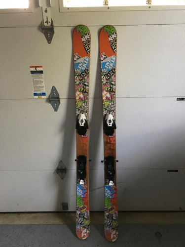 Line Afterbang 155 Twin Tip Skis with mounted Salomon Bindings