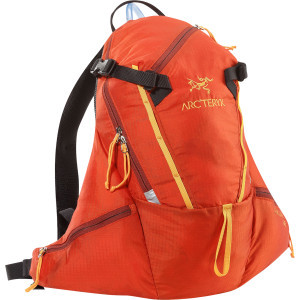 Chilcotin 12 Large  Hydration Pack Tobiko, Reg/Tall - Excellent