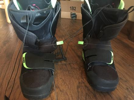 Like NEW Salomon F3.0 Mens snowboarding Boots!