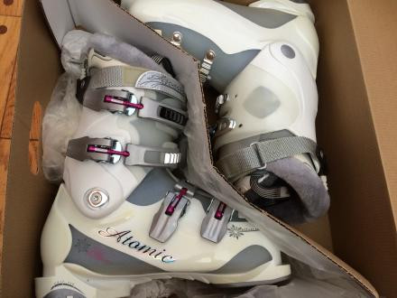 NEW Atomic Women's B-70 Ski Boots (Sz 24.5/US 7.5)